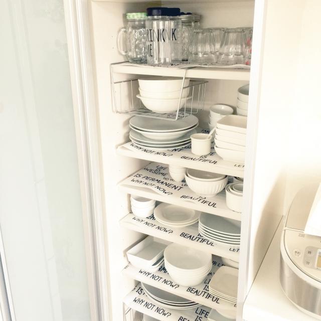 さりげなくセンスアップ☆セリアの食器棚シートが優秀