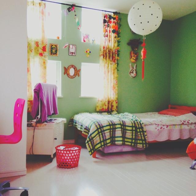 レトロな色合いでまとめられたお部屋