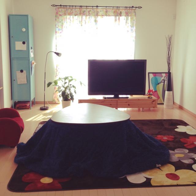 大柄デザインのカーペットには無地がいい