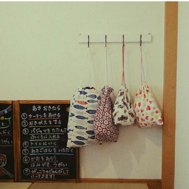 着替えや支度がスムーズに♪お部屋が整うパジャマ置き場