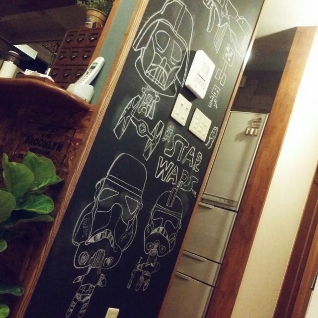 お手製の黒板アートで
