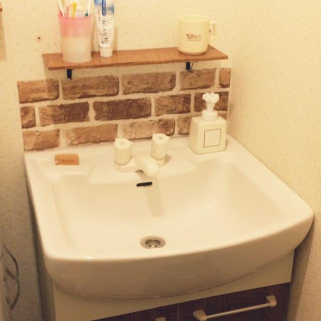 洗面所のDIY棚にアイアンブラケット
