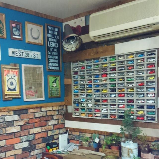 壁にはめ込み式の収納棚