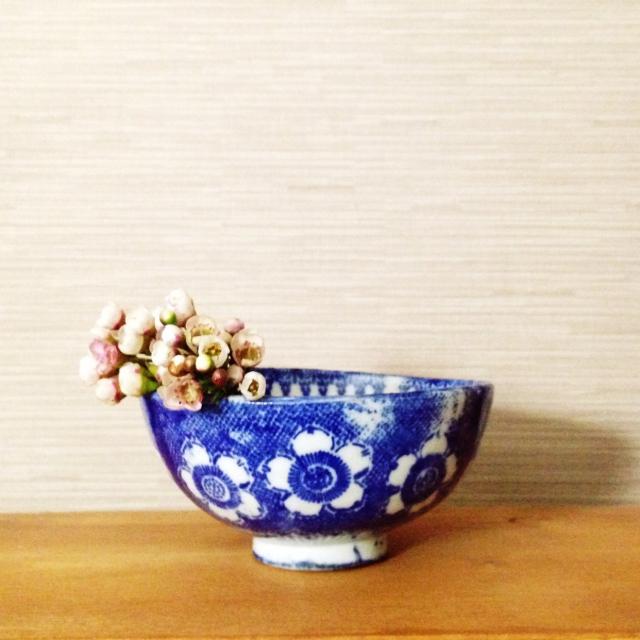 骨董茶碗に桜をあしらって
