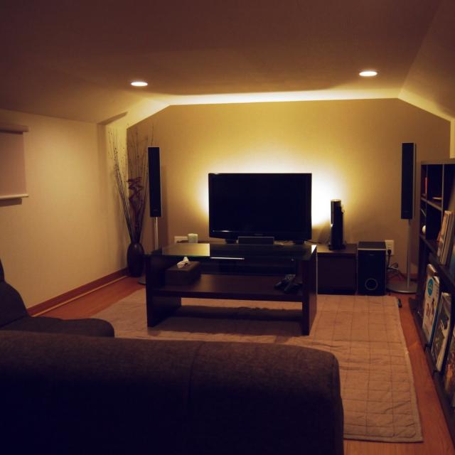 テレビ裏に間接照明