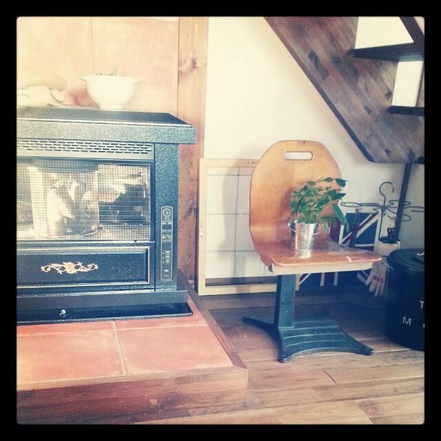 暖炉風ストーブを置いてほっこりした空間に