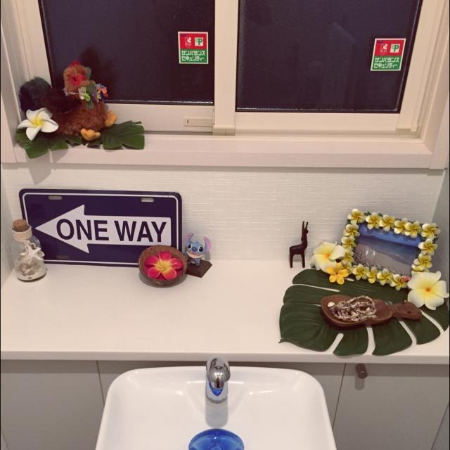 モンステラやプルメリアでトイレを華やかに