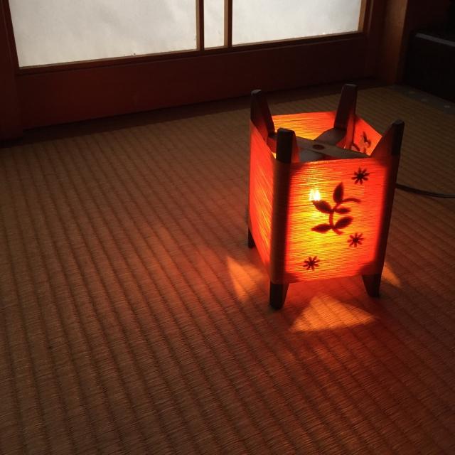 糸巻きの手作りランプ