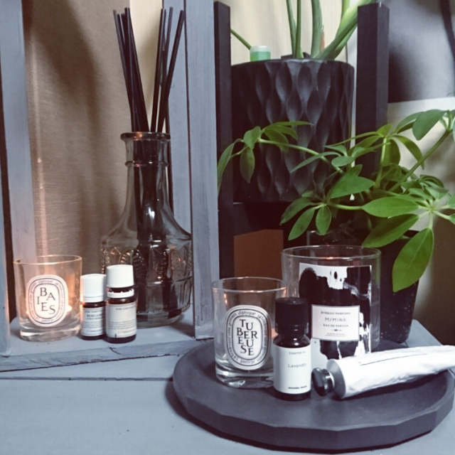 毎日の暮らしをリュクスに!光と香りを取り入れるアイデア