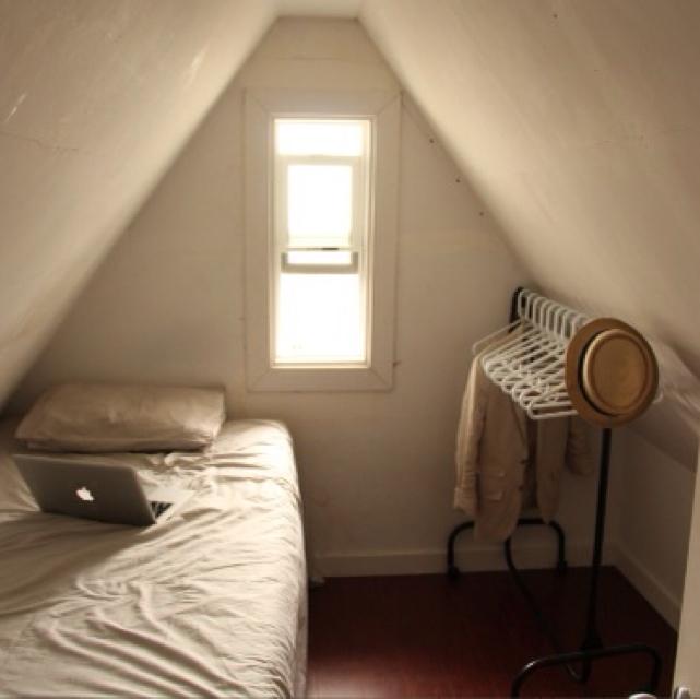 ミニマリストの部屋に学ぶ!物を持たない生活のコツを紹介