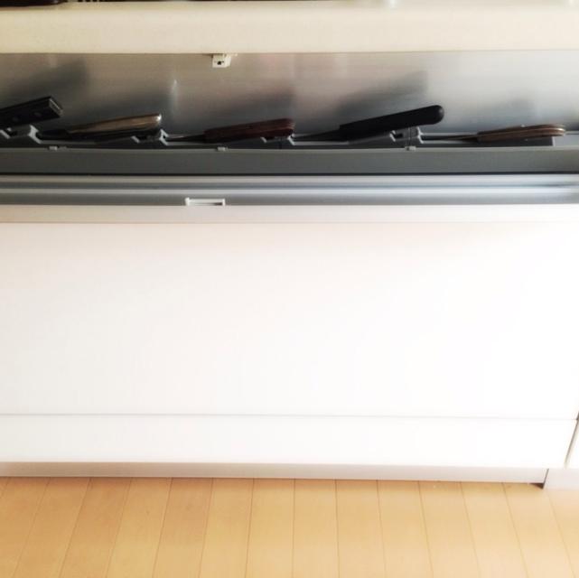 キッチン引き出しの包丁専用収納に入れる