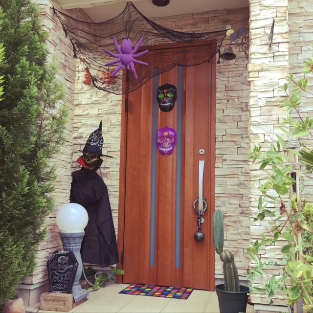 玄関から始めよう♪ワクワクさせるハロウィンディスプレイ