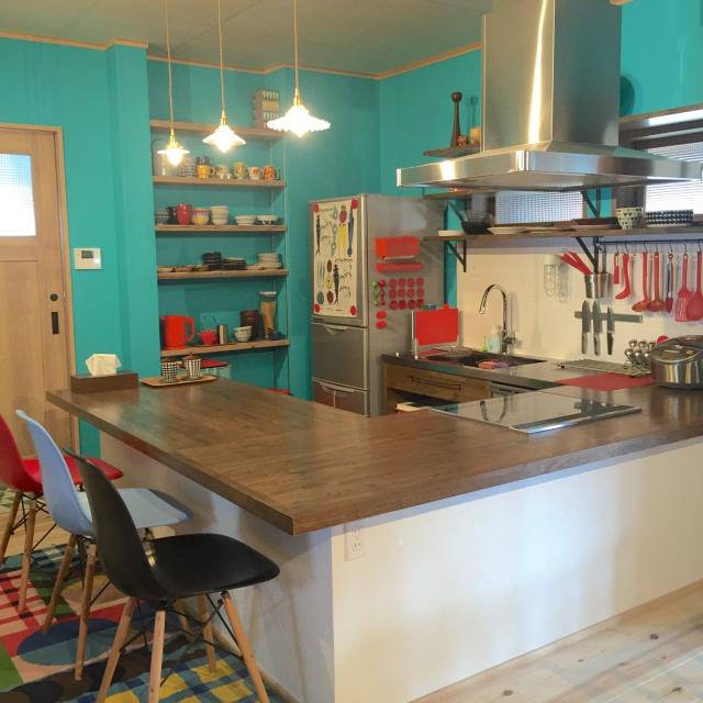 明るくハッピーな空間に☆原色を取り入れた鮮やかキッチン