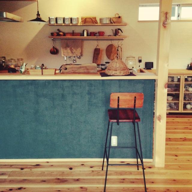 家のキッチンがカフェに変身!ハイスツールのあるカウンターキッチン