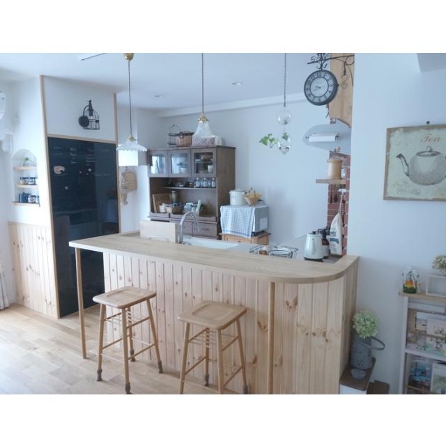 白木のカフェスタイルのカウンターテーブル