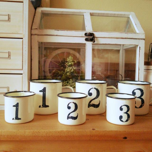 憧れのホーローマグはダイソーで♡数字を集めて飾るカップ