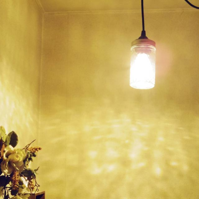 光のシャワーが降り注ぐようにきれいなランプです。