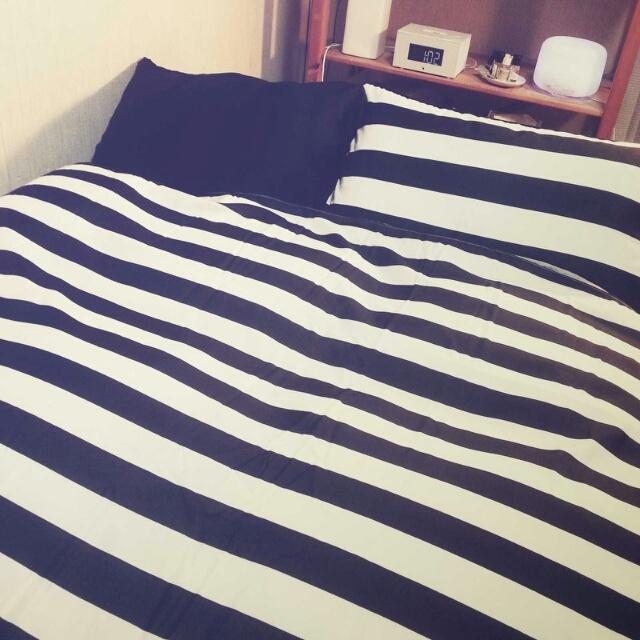 ベッドカバーをモノトーンに