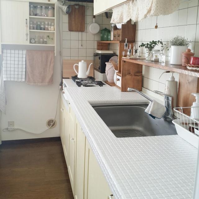 キラリと光る艶めきが魅力☆DIYでタイルのあるキッチンを