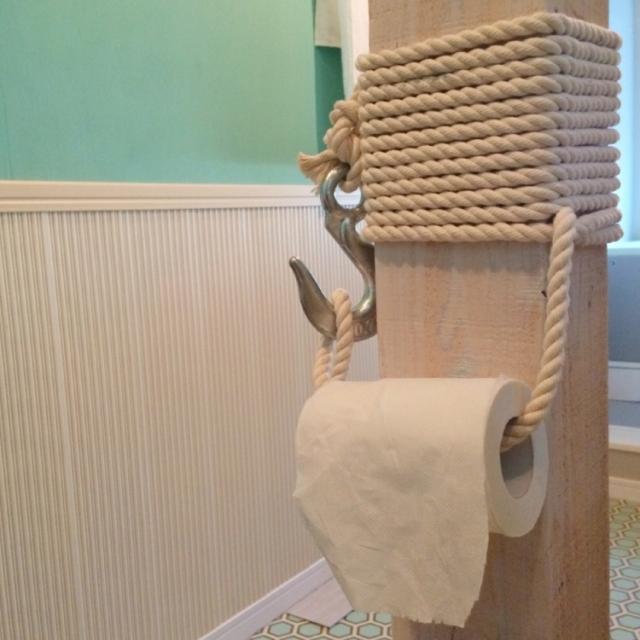 トイレットペーパーを吊るす