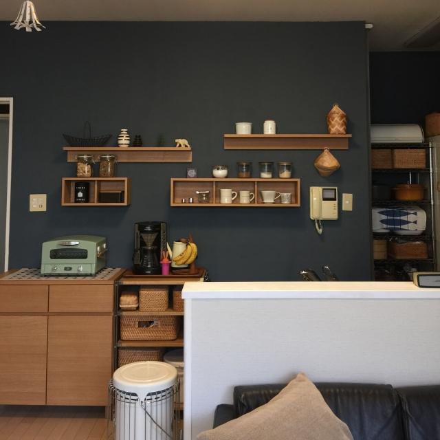 キッチンを手軽にイメージチェンジ!壁に付けられる家具