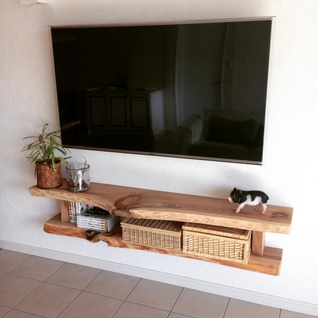 壁に取り付け式のテレビボード