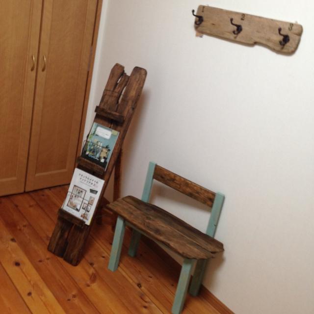 ブックスタンド、ベンチ椅子、壁掛けとして