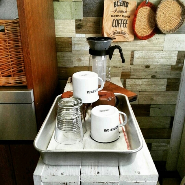 『並べただけ』なのにカフェ感UP!hiromi0302さん流、アルミバット活用術 [連載:○○しただけインテリア]