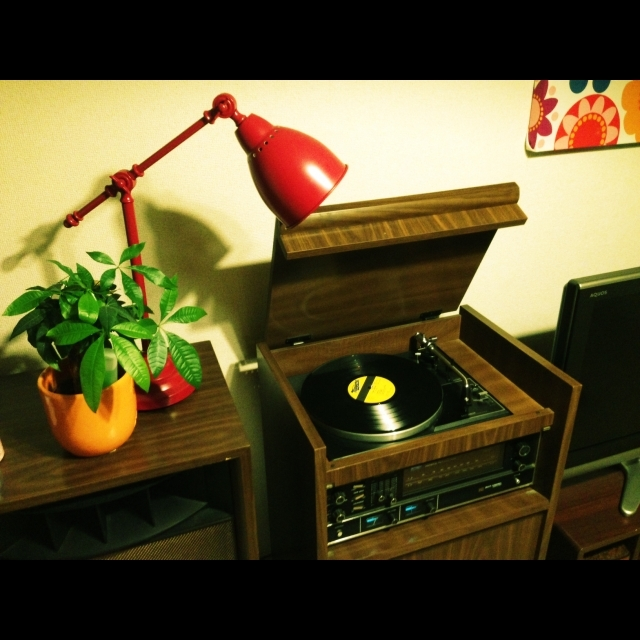Makeesさんの祖母が使っていた1969年製のレコードプレーヤー