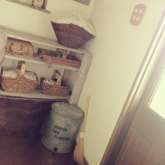 1.玄関にステキなゴミ箱をセット