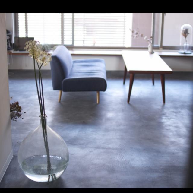 ⑤大きな花器を床に置く