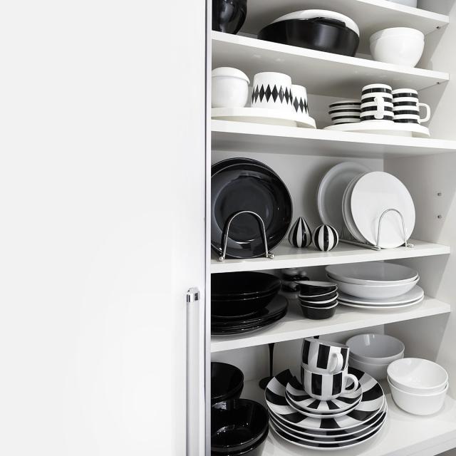 モノトーンキッチンにもシンプルなお皿立て