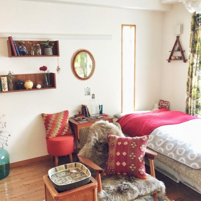 キレイ目カラーをプラス!寝室に差し色を取り入れる方法