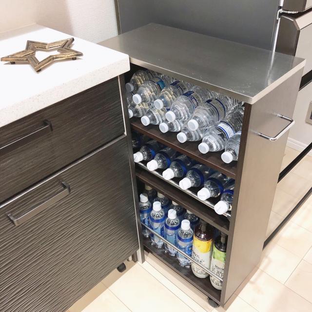 ペットボトルのストックどうしてる?キッチン収納の実例集