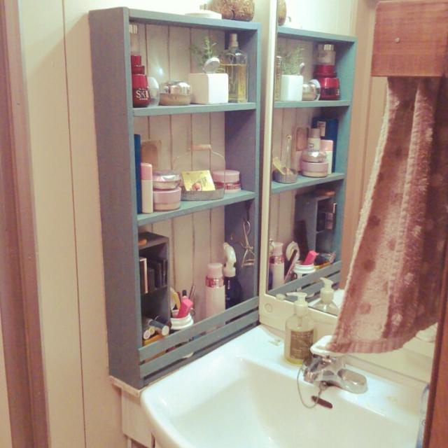 毎日立つ洗面スペースにコスメ収納を