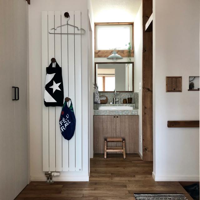 靴や傘だけじゃない♡玄関にあると便利なアイテムの収納法
