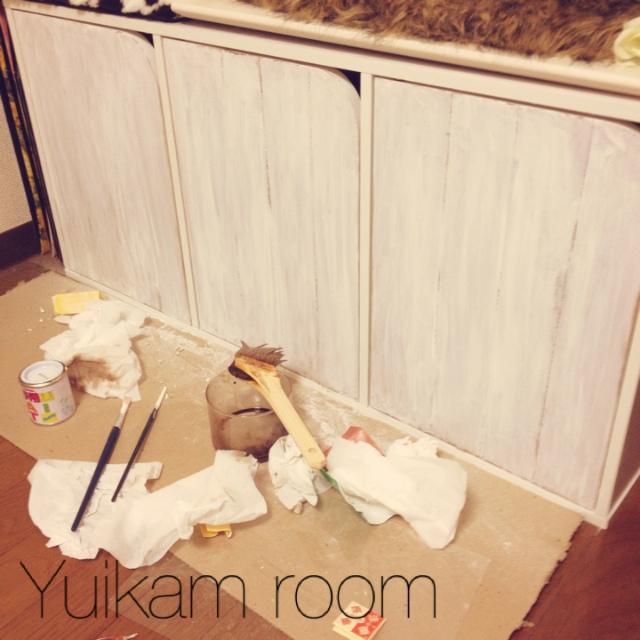 塗装で温かい木の質感を♪板張り扉風のカラーボックスリメイク by yuikamさん