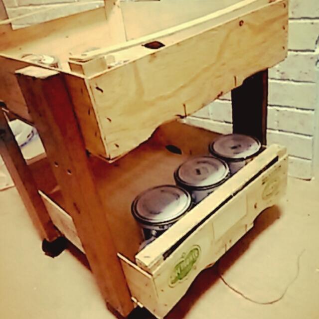 キャスター付きのワゴン道具箱