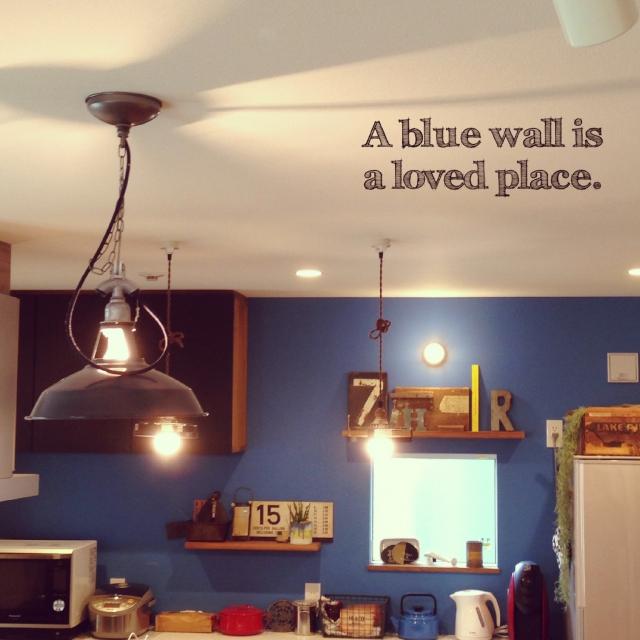 壁に飾られた額縁のような窓