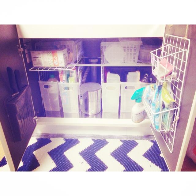 予備のお掃除雑貨を収納して取り替え簡単