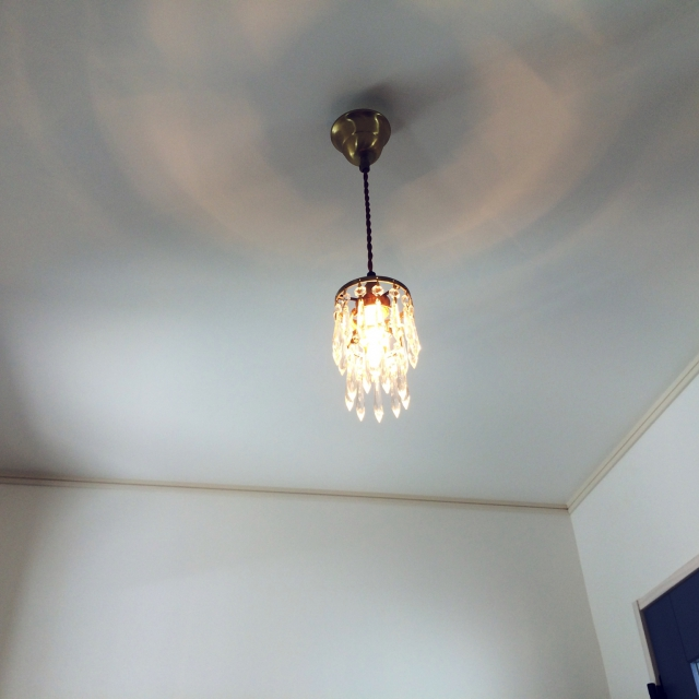 アンティーク調の照明に替えてみよう