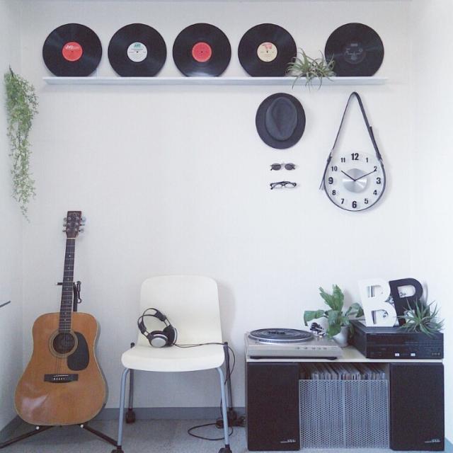 シンプルでかっこいいギター部屋