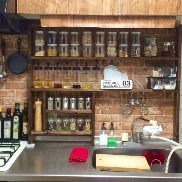 小瓶の高さにばっちり揃えた手作り棚