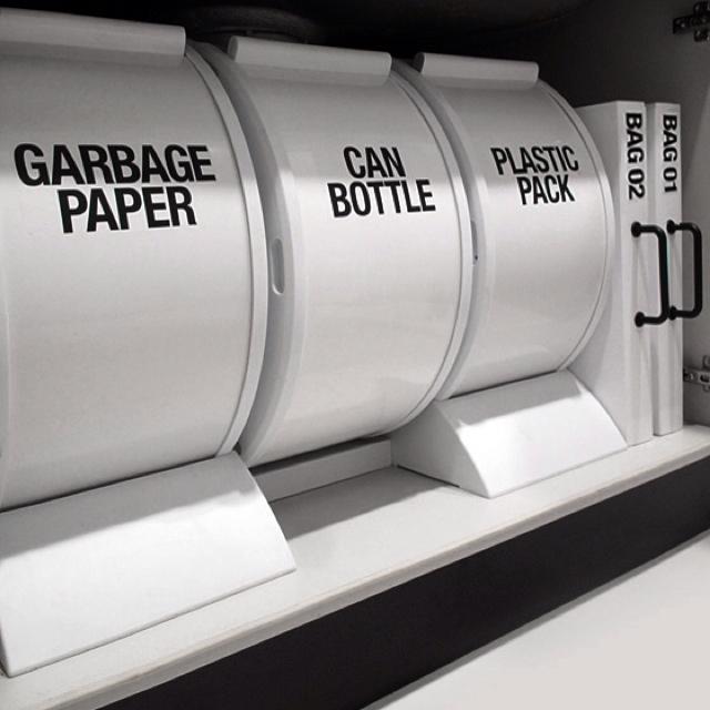 デザインのあるゴミ箱をシンク下に置く