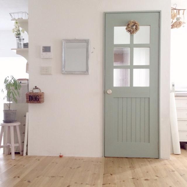扉を壁と違う色にペイント