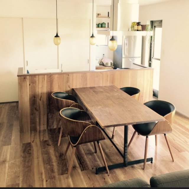 アンティークなシンプルテイストカフェ