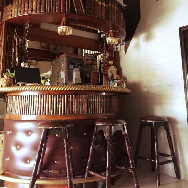 立ち飲みでも楽しそう。カフェ&バー風カウンター
