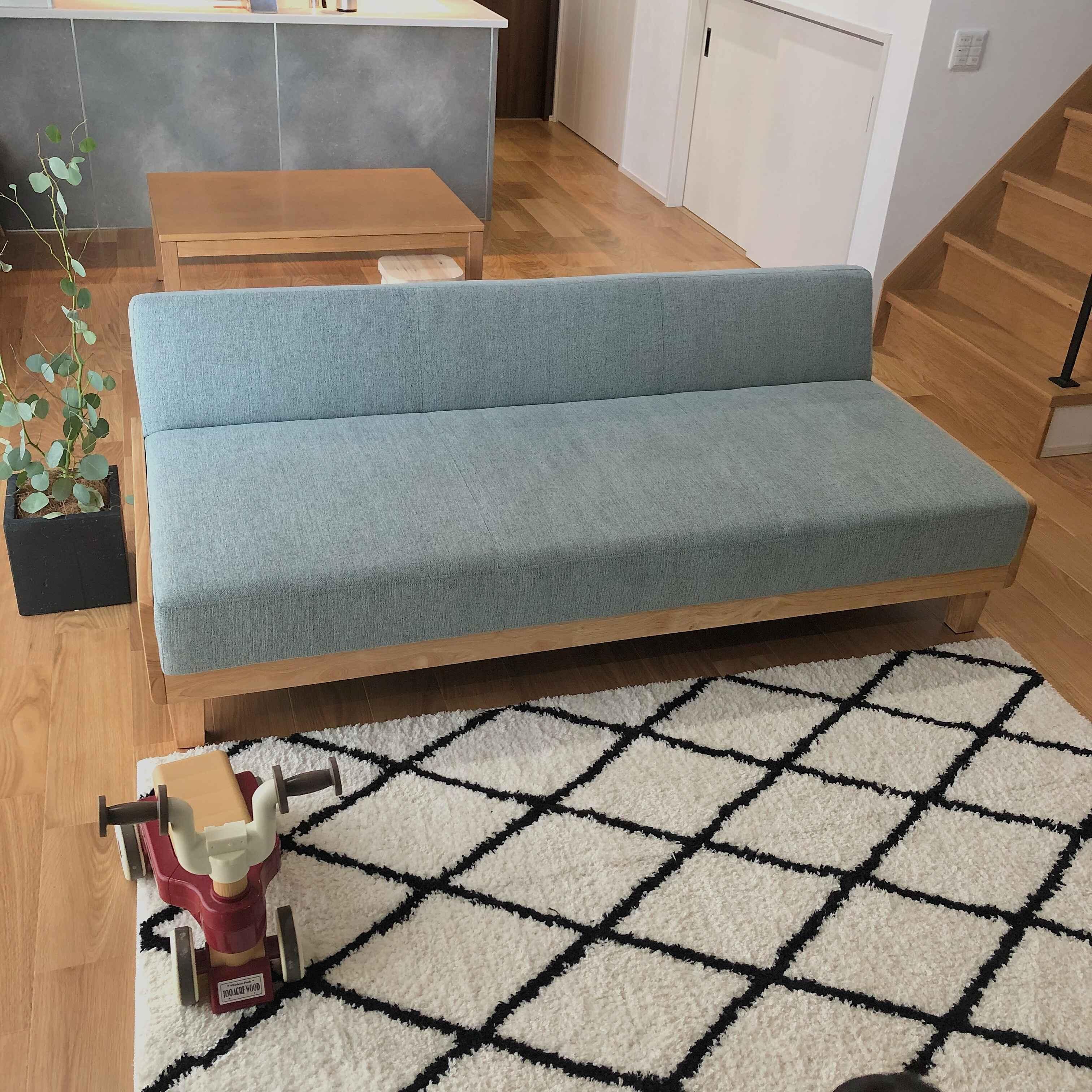 「シンプルだけれど、懐の深い木製フレームのベンチソファ」 by m_homeさん