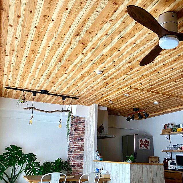 自然に包まれてリラックス♪天井や床に木目のあるお部屋