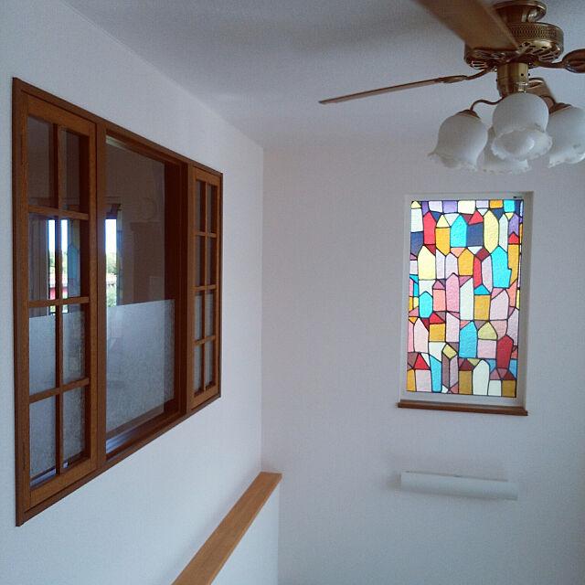 ガラスからもれる光が幻想的!ステンドグラスを取り入れた空間10選